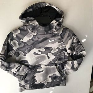 Nike therma dry fit boys camo hoodie